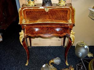 Антикварный секретер. 19-й век. 3900 евро.
