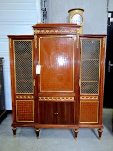 """Красивая """"строгая"""" витрина с бронзовым декором. В стиле Ф. Линке. 19-й век. 6500 евро."""