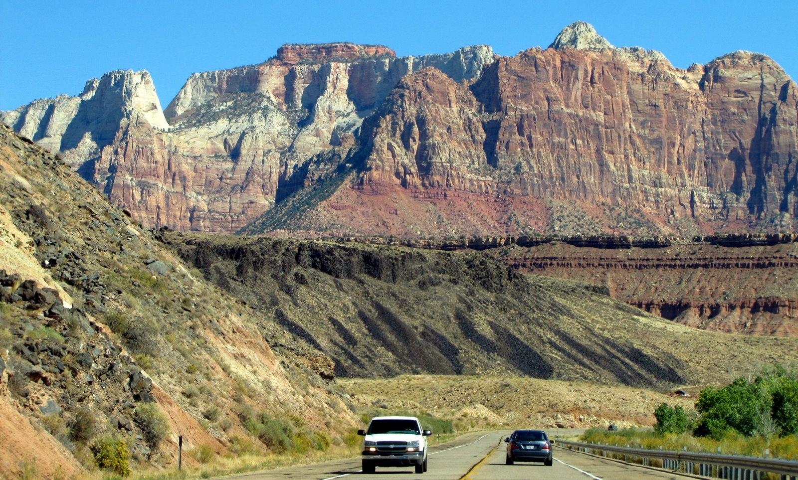 Átlagos út átlagos tájjal Utahban  Average view on a highway in Utah