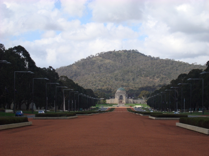 A view of the War Memorial from the bottom on Anzac Parade