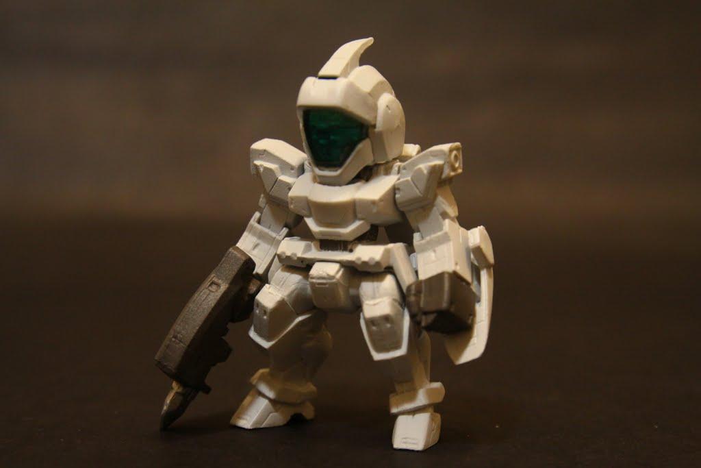 好像主角側的雜兵機都要長的一臉憨樣 為啥不能長的精悍一點啊? 敵方都很帥耶~