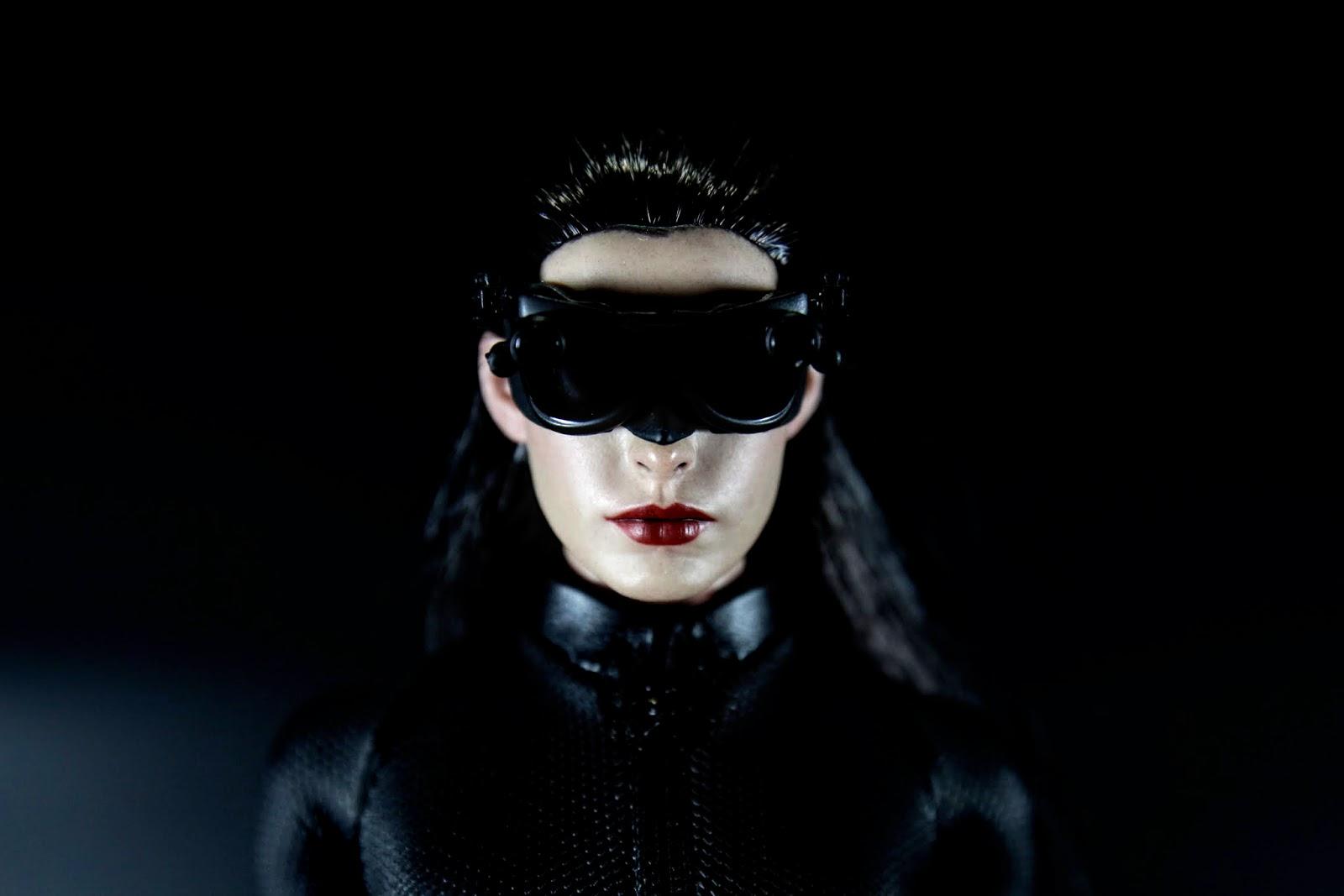眼罩可動,網路上許多人有折斷的問題,的確施力的時候不平均真的會斷