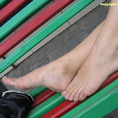 Вам нравятся эти ноги? Оставьте комментарий и вы можете получить премиум-доступ и право скачки галерей сайта!