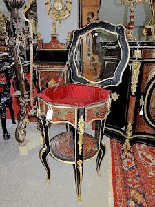 Красивый антикварный столик с откидной стеклянной столешницей. Буль 19-й век. Латунная инкрустация, бронзовый золочёный декор, бархат, стекло, чёрный лак. 52/52/80 см. 4000 евро.