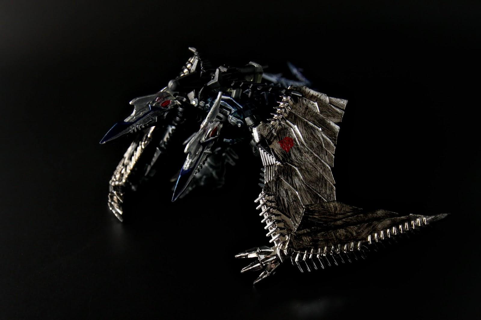 Strafe,外型是翼龍,但是是雙頭的