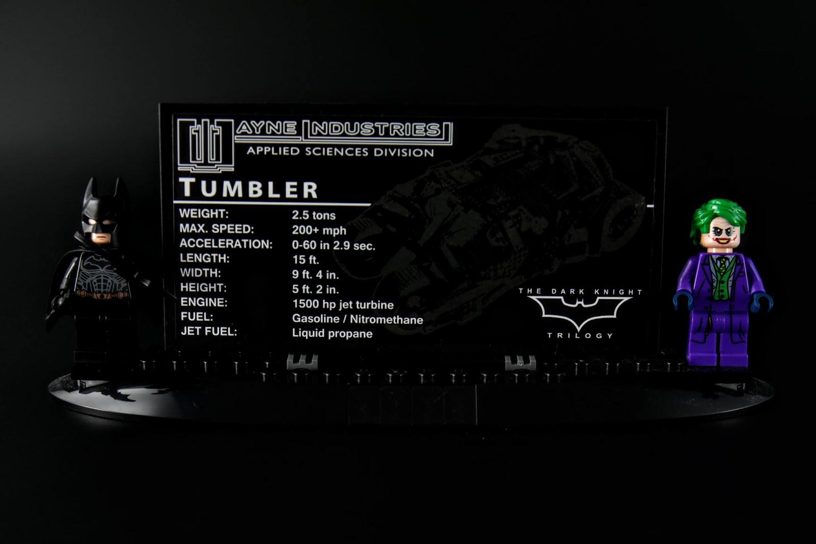 有個展示板上面有Tumbler的基本資料,兩邊是本款附的TDK版蝙蝠俠及小丑人偶
