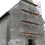 Tavasszal megkezdődött a külső falak építészeti feltárása