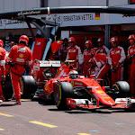 Kimi Raikkonen, Ferrari SF15-T pit stop