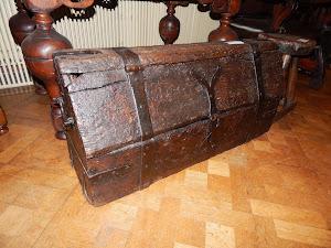 Сундук XVII век. 4900 евро.