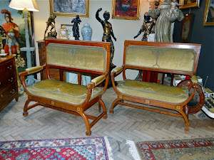 Два диванчика ок.1900 г. 116/57/117 см. 6000 евро.
