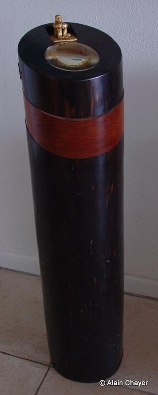 080 - Puits de Lumière - 1997 H 110 x 26 Sculpture ébène, pao rosa et or