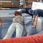 Tomi Kid fekvőtámaszozni tanítja az érdeklődőket