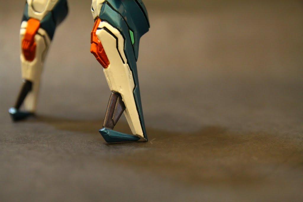 這是替換式零件, 遊戲中著地時腳也會變成這樣