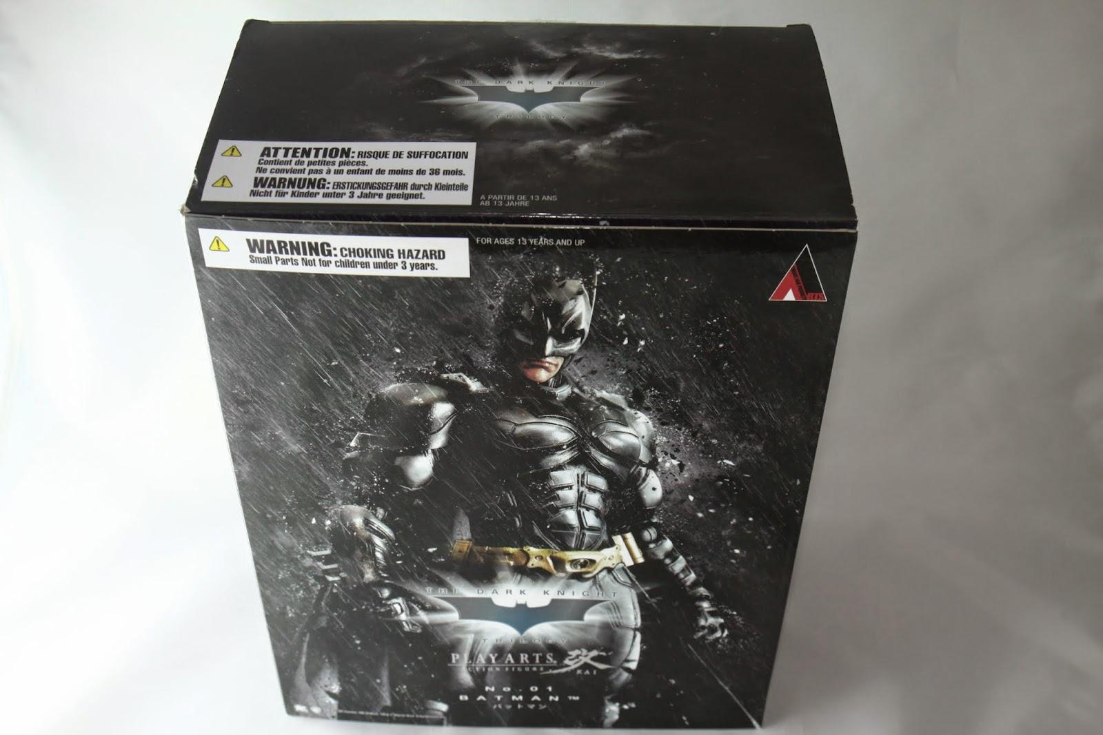 盒面設計風格跟電影第三集一樣, 後面都在狂風暴雨大家都不撐傘