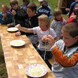 Špagety jsme pak využili k další italské tradici - soutěži v jejich vcucávání :-)