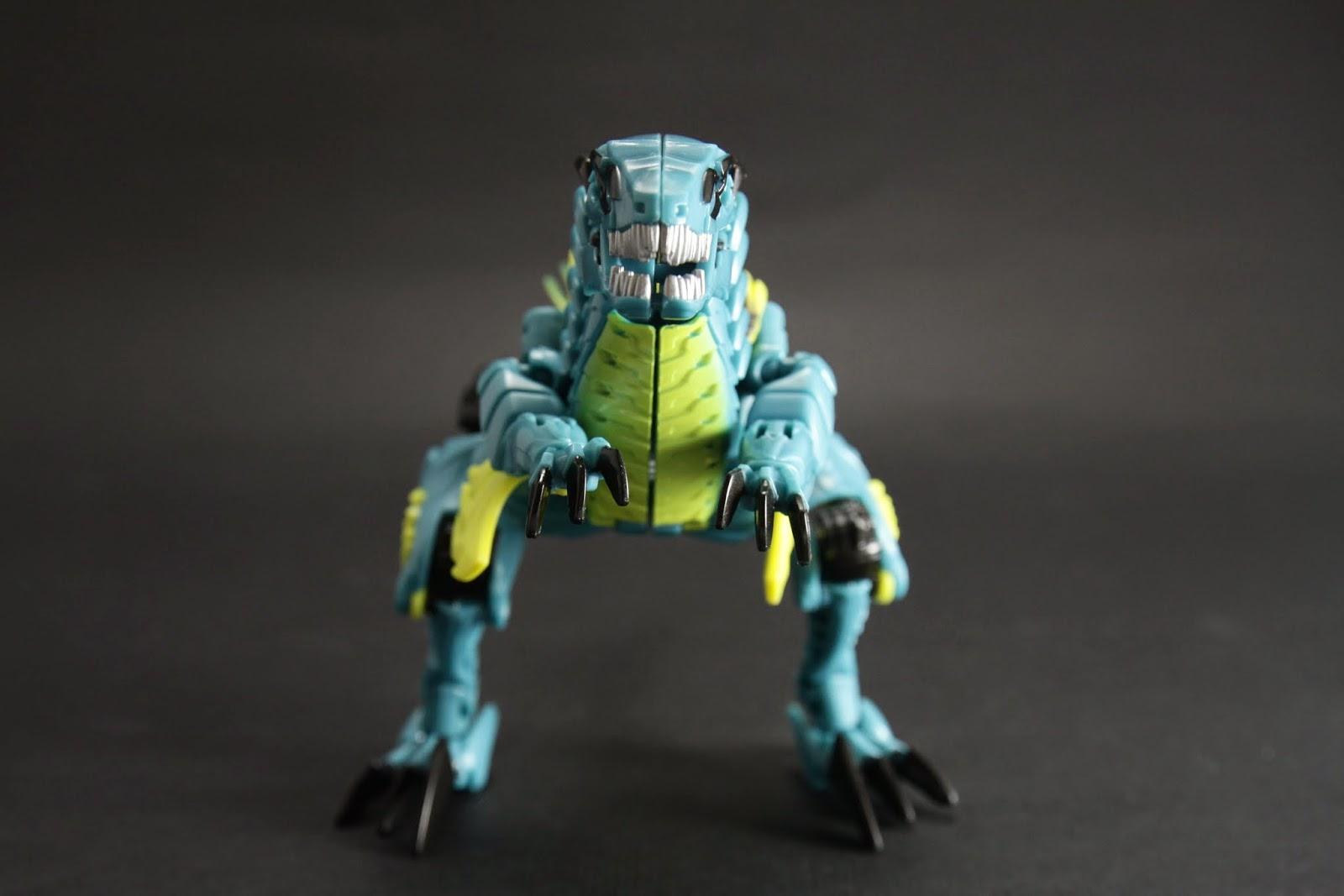 正面大大的一條 事實上恐龍型態你根本看不出來他老兄是迅猛龍阿~