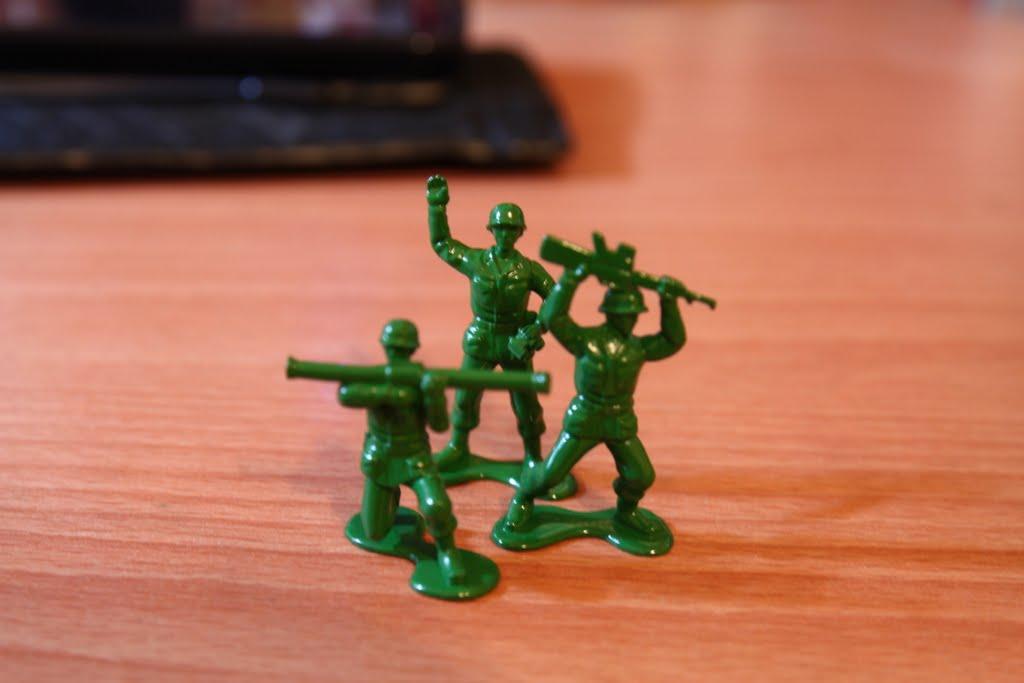 最後來張~ 不知道附的意義在哪的三個綠色小兵吧