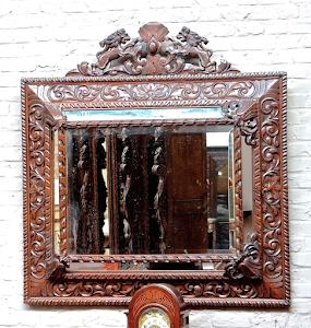 Большое резное антикварное зеркало. 19-й век. 100/100 см. 1900 евро.