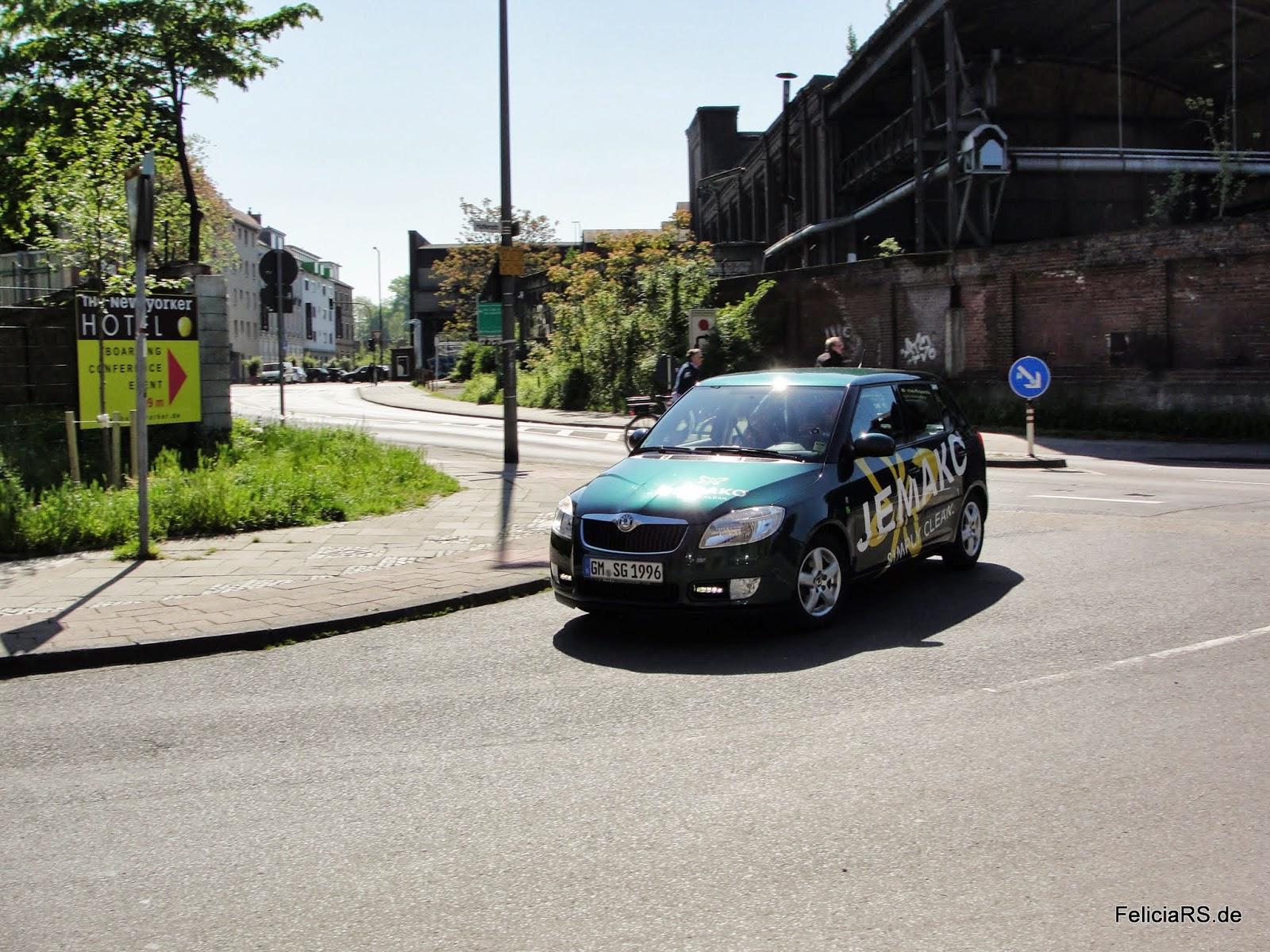 Ankunft von Stephan der heute am Kölner Dom um 11:11Uhr die 111.111Km einfahren wird.