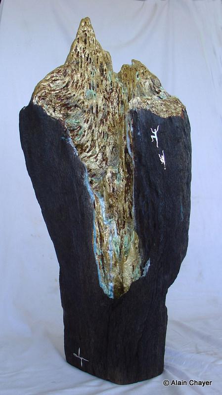 169 - Le Puits d'Or - 2007  H 72 cm - Poids 8 Kg  Sculpture bois, feuille d'or, de cuivre et acrylique iridescente