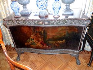 Антикварный расписной комод 18-й век. Столешница и дверки расписные. 138/61/96 см. 8000 евро.