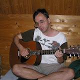 Žito hraje na kytaru