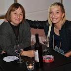 Fête du cinéma16_Adeline et Nastasja Stern savourent un bon vin en famille.jpg
