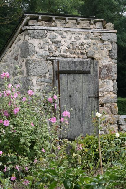 Les toilettes sèches du château de Bourgon