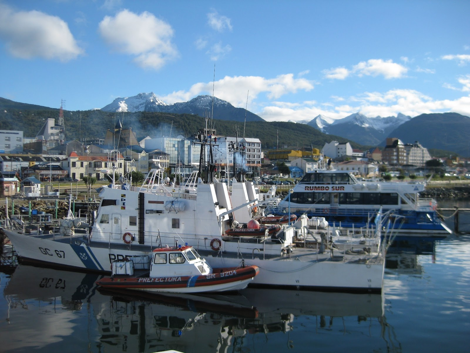 Smooth water, lots of boats for options for daytrips