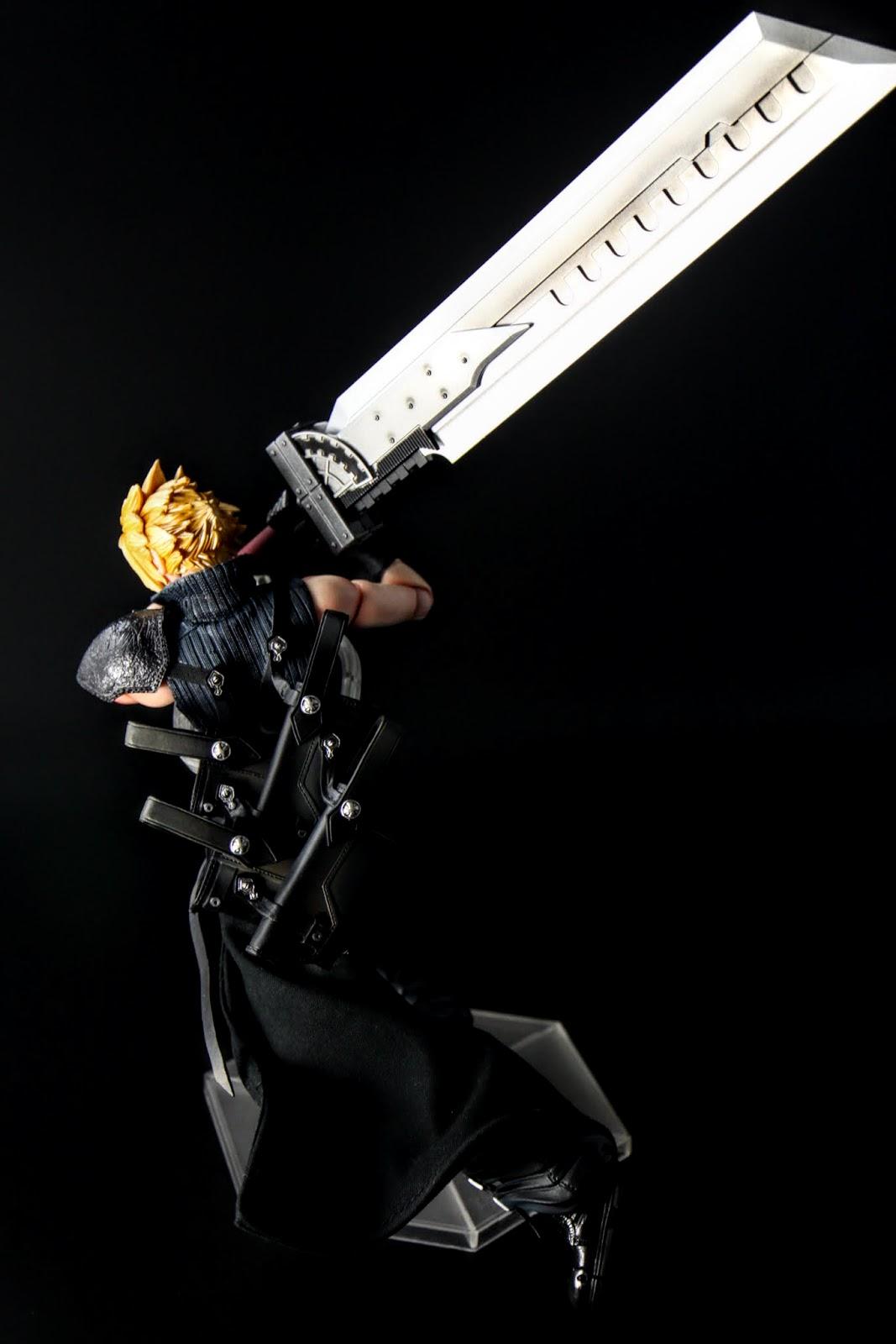 整體造型是由電玩原作最初期的大劍作衍生設計,是說這設計真的很優秀啊!