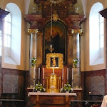Könnyező Szűzanya kegyképe az oltár fölött