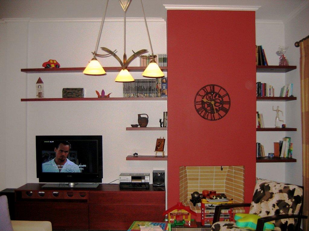 (Κωδ: 1005) Κατασκευή από κερασιά για tv και βιβλιοθήκη.