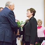 Misányik Tibor köszönti Egyenes-Pörsök Katalint, az illésházi szervezet elnökét