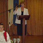 Dr. Szabó Olga, a község polgármestere köszönti az egybegyűlteket