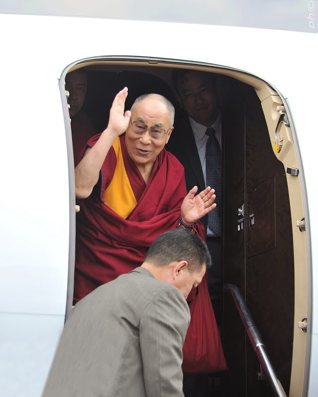 His Holiness the Dalai Lama arriving in Italy, June 10, 2014. Photo by Sirianni.