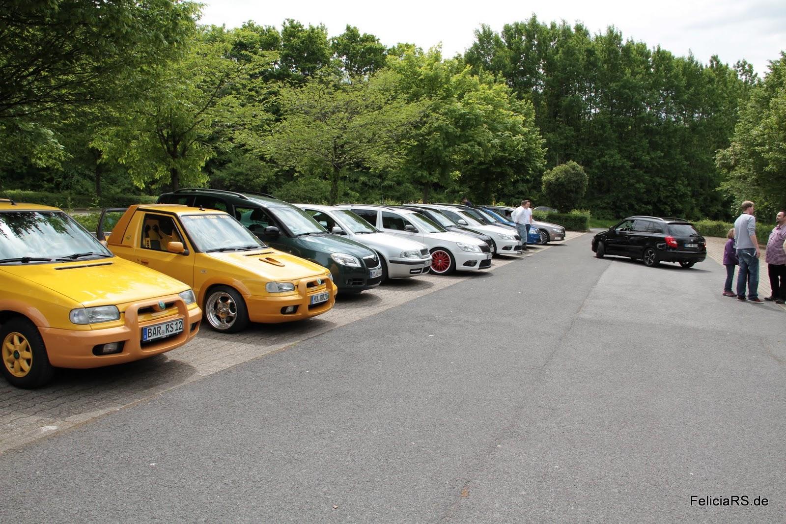 P+R Parkplatz Hemberg Sammeln der Autos