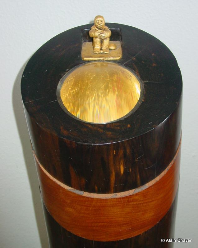 080.1 - Puits de Lumière (Zoom détail) - 1997 H 110 x 26 Sculpture ébène, pao rosa et or