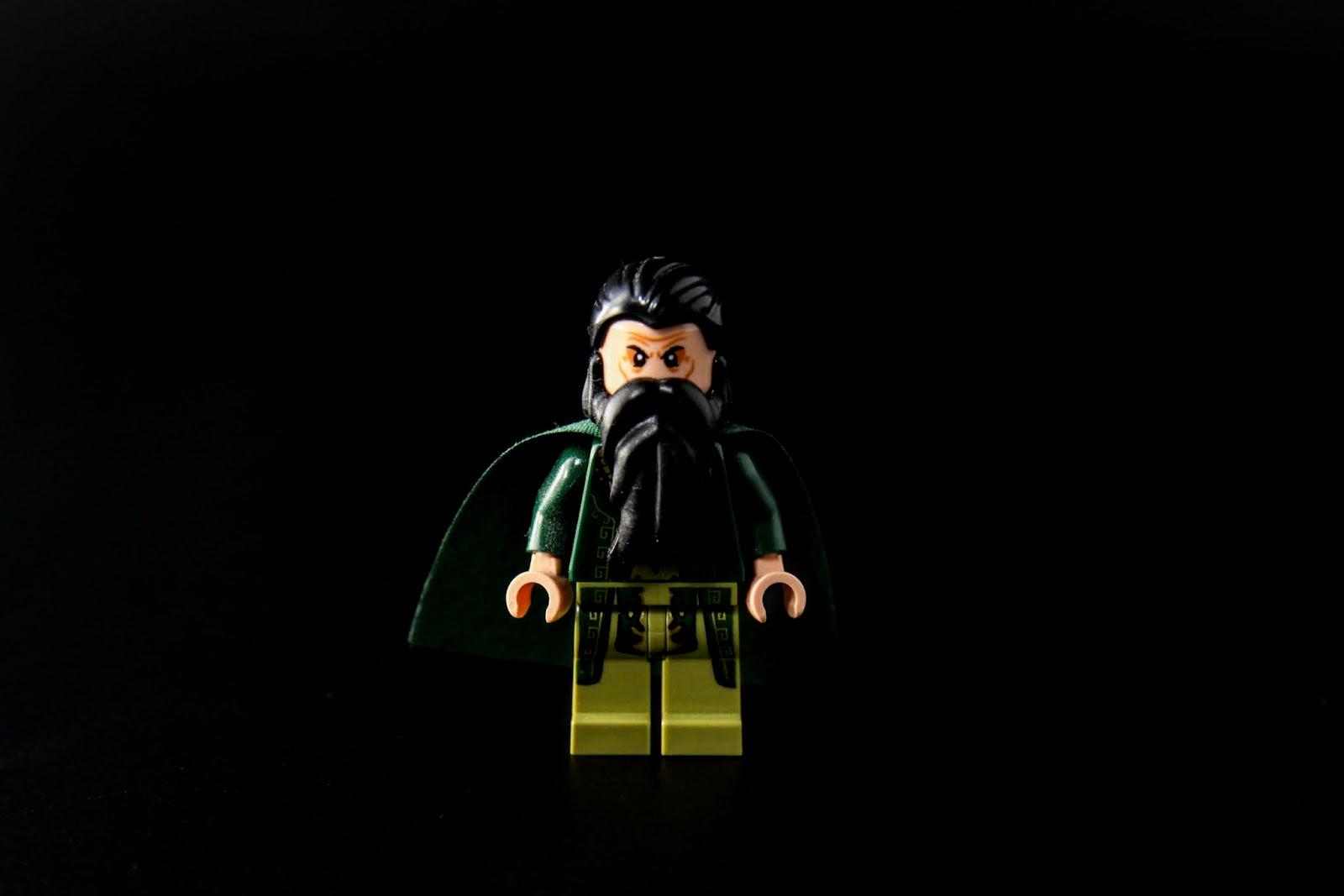 大鬍子的形象跟電影版不太一樣,比較接近漫畫版