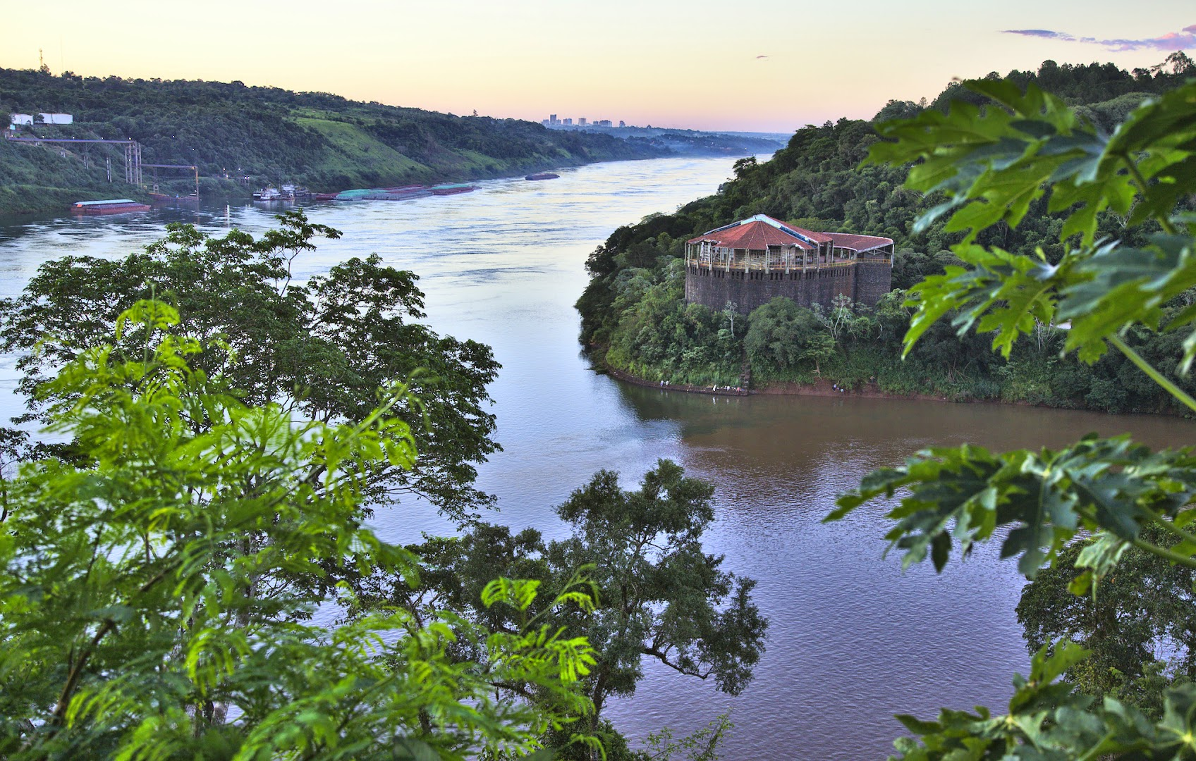 Tres fronteras - where Argentina, Brazil (accross) and Paraguay (left) meet