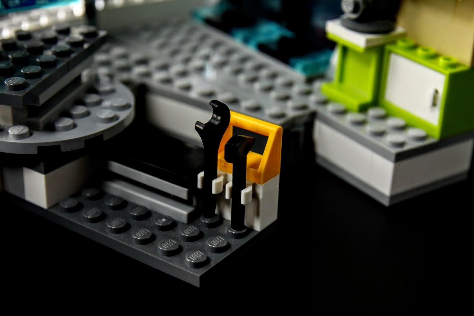 身為一個工程人員,家裡有幾把片機跟鐵鎚也是很正常的事