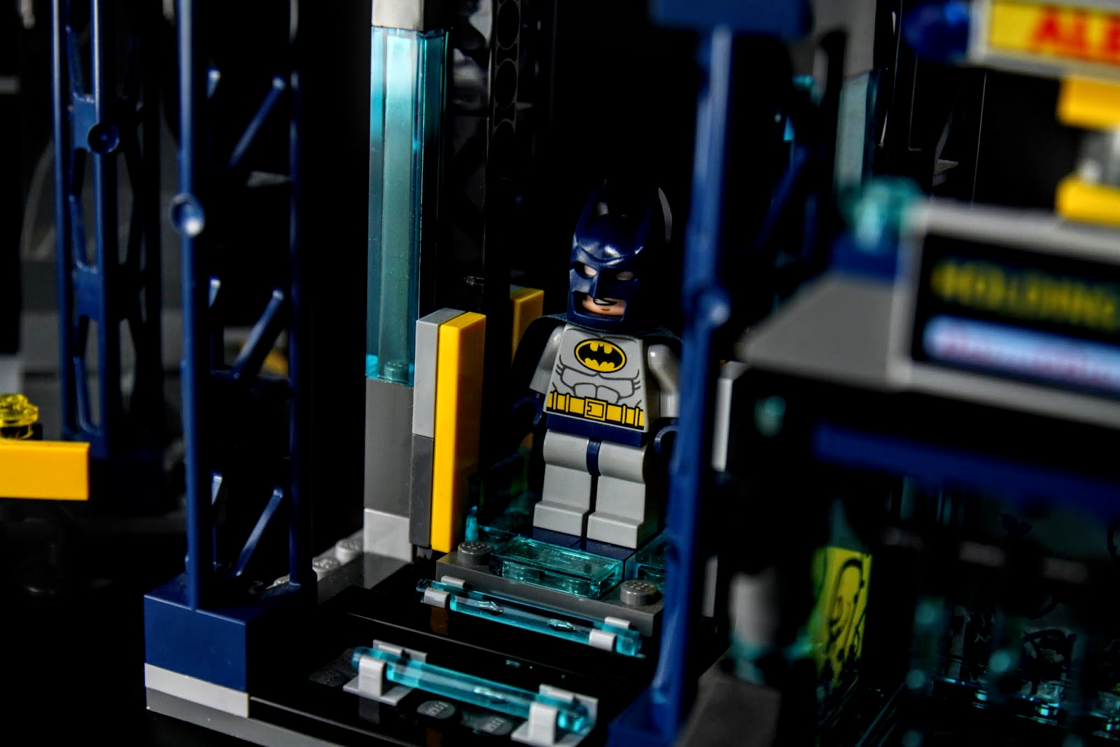 換裝!!!!!!!!!!!!!就是一個小機關,打開後預藏在裡面的蝙蝠俠就會掉出來