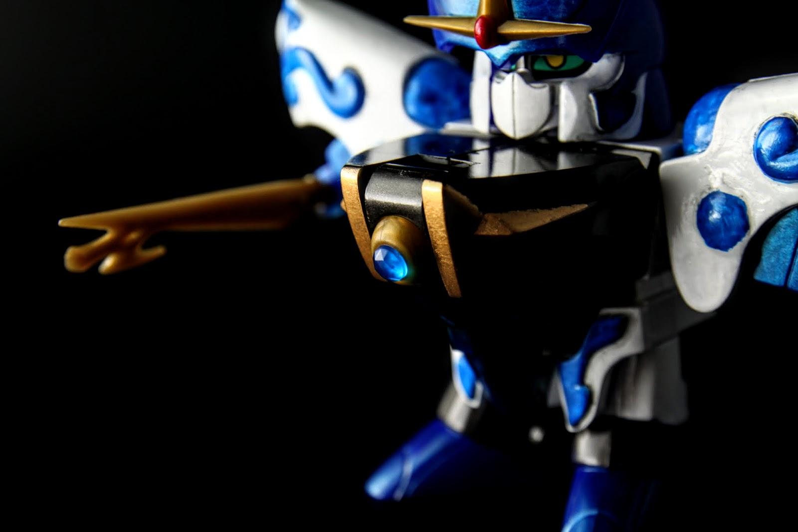 兩腳的胸部都有武器可以變形