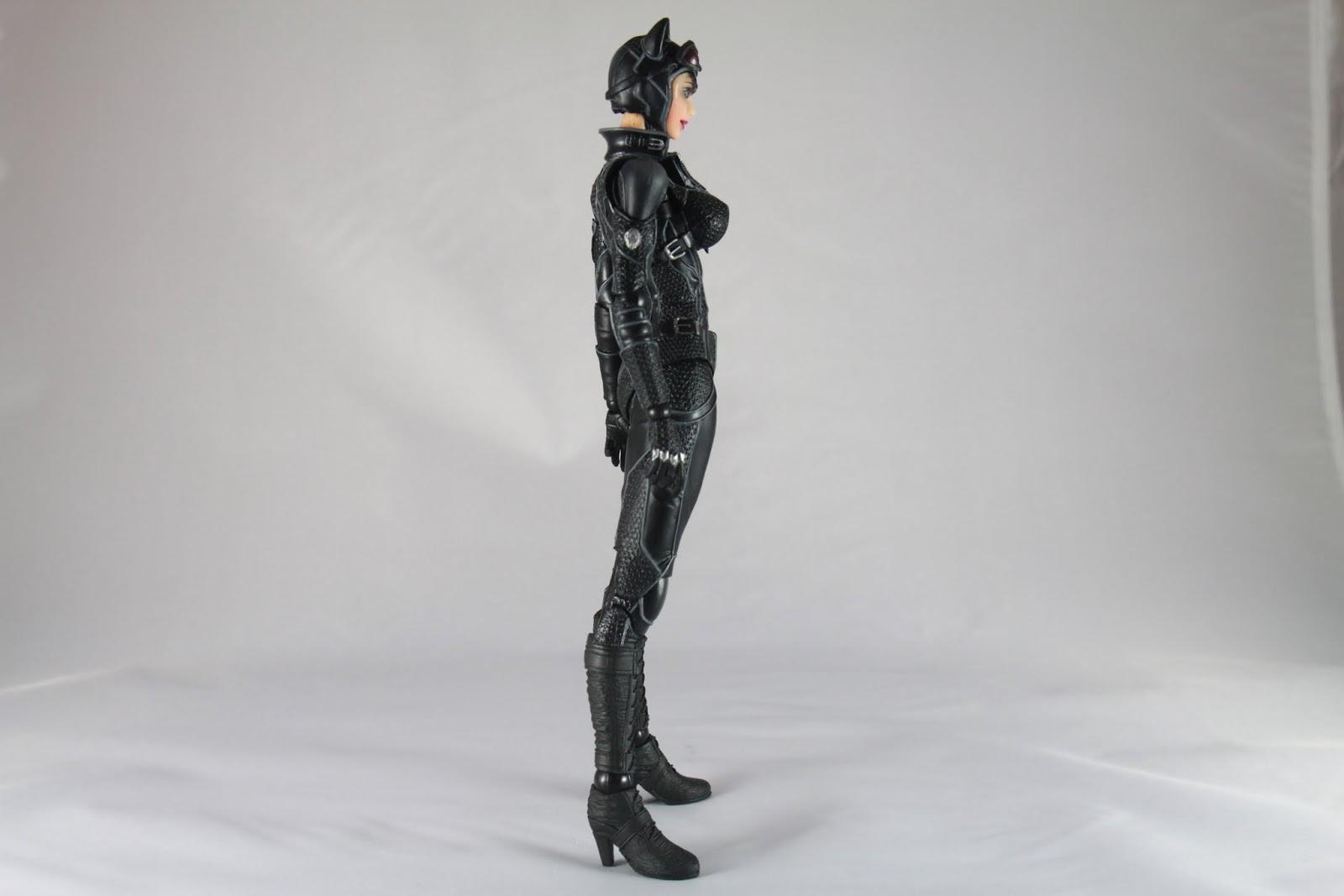側面修長的腿一覽無疑 還有特別突出的….恩