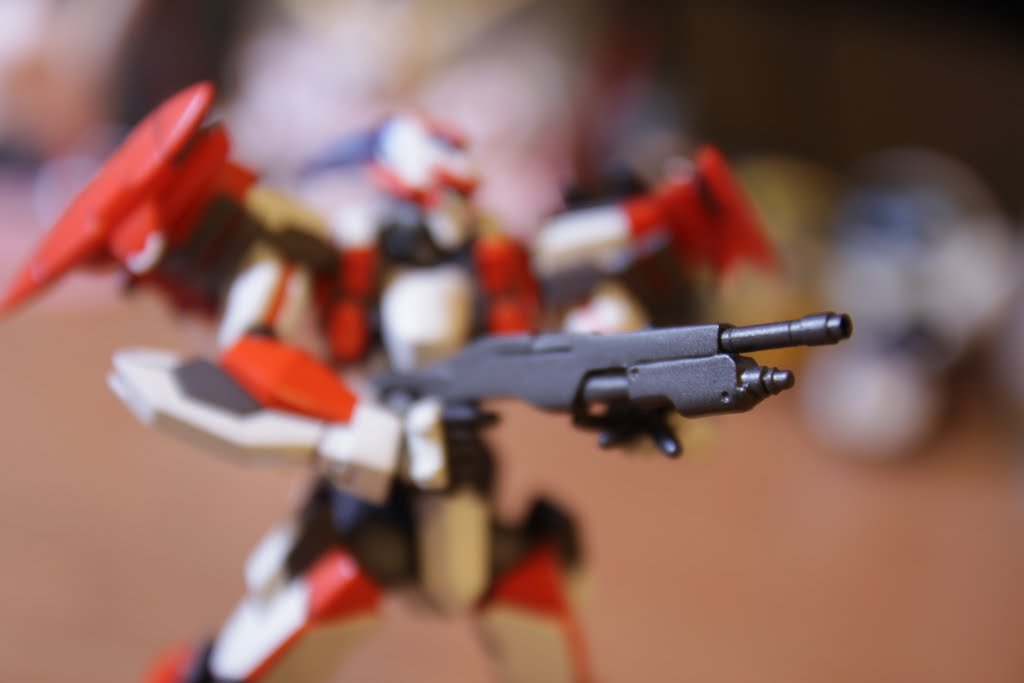 本武器跟量產用的沒有比較威 但是靠著作弊的λ-Driver 一發可以爆地球了吧