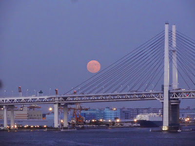 The moon came out as we were leaving (Yokohama Bay Bridge)