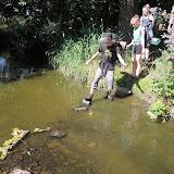 Překonáváme jeden z přítoků Amazonky