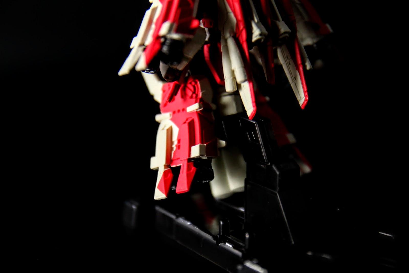 跟S鋼彈的[Bst]型態一樣, 腳都換成了大型推進器