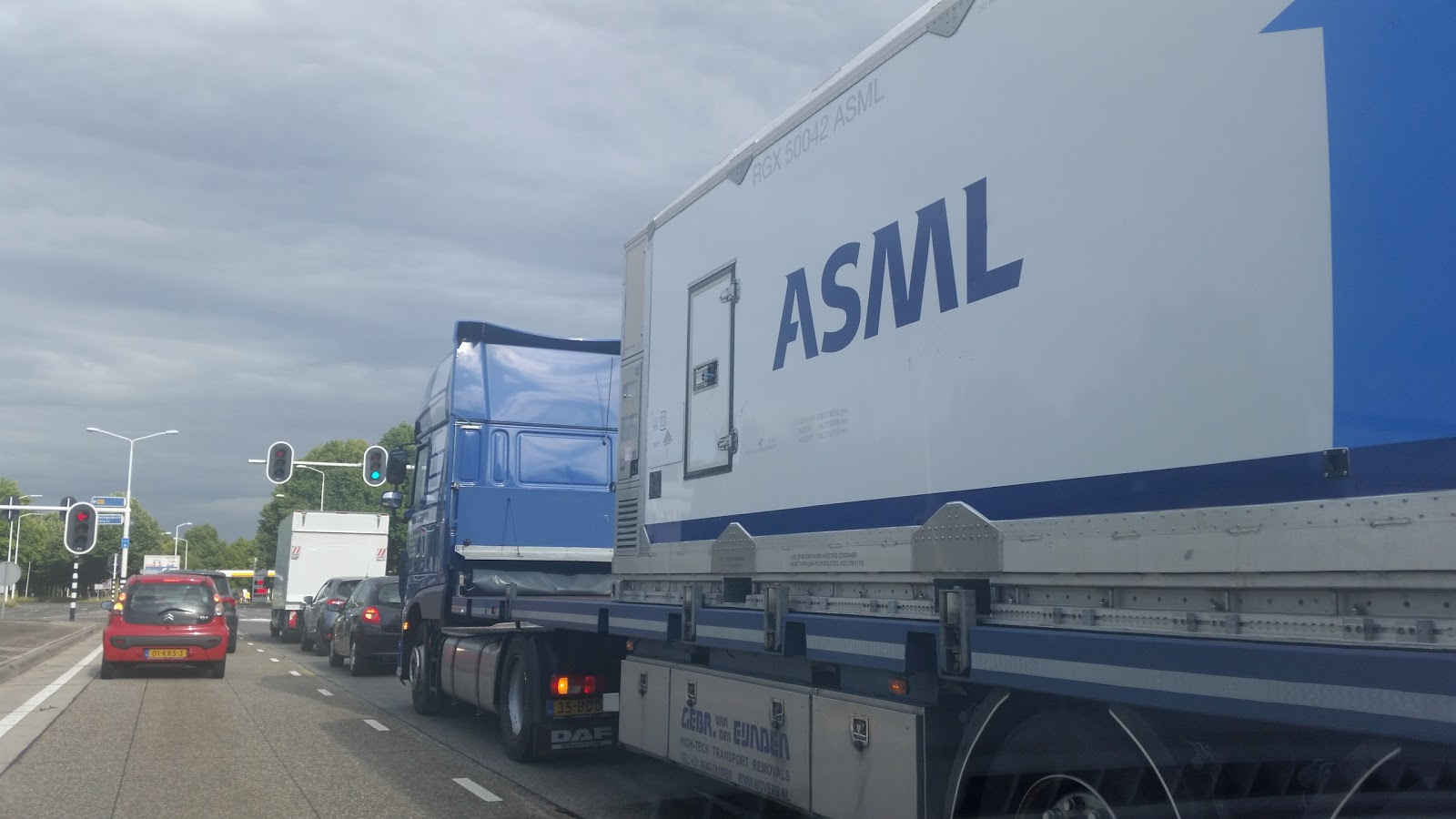 ASML container op pad