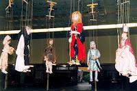 Catherine Loislard 04 marionnetes à fils Déco 1998 Cossé