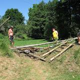 V půlce tábora jsme zbourali táborovou bránu, abychom dřevo z ní stihli do konce tábora spálit